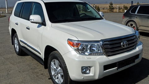 toyota-land-cruiser-200-1